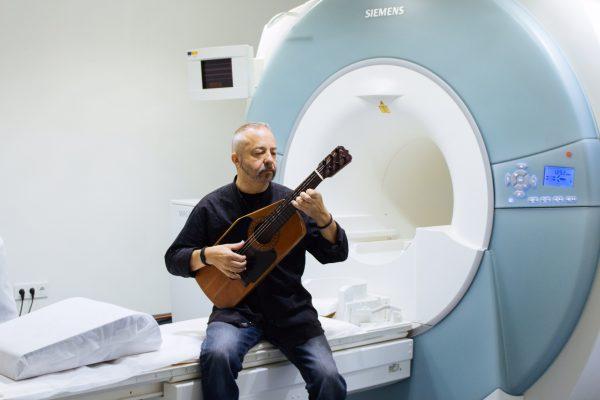 Mente y cerebro, guitarrista 022-2