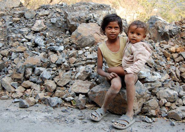 Kids_in_Rishikesh,_India (1)