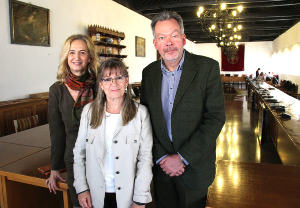 María Teresa Bajo Molina, Melita Kovačević y el profesor Jeremy Bradshaw
